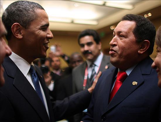 """Clinton adelantó que el presidente Obama está analizando en qué áreas podría cooperar y trabajar junto con su par venezolano. """"No creo que haya una contradicción entre mantenerse firme en nuestros principios y valores y buscar y aprovechar un encuentro diplomático y una negociación cuando sea necesario"""" afirmo Clinton. (EFE)"""