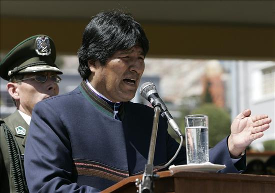 """El propio Evo Morales, tras advertir que los mercenarios abatidos buscaban su muerte, dijo este lunes que el núcleo terrorista """"buscaba por vía violenta tomar el poder y, si no pudieran tomar el poder, dividir alguna región"""" del país; todo ello en clara alusión a Santa Cruz, región gobernaba por el fascista Rubén Costas, que cuenta con la adhesión de los más importantes sectores empresariales, cívicos, vecinales y sociales.(EFE)"""