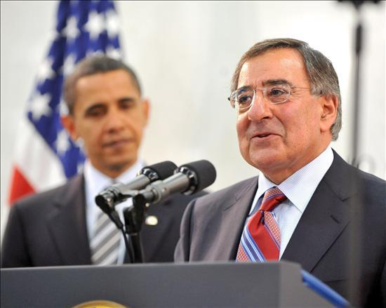 El presidente de Estados Unidos, Barack Obama, es presentado a los empleados de la Agencia Central de Inteligencia (CIA) por el director del organismo, León Panetta.(EFE)