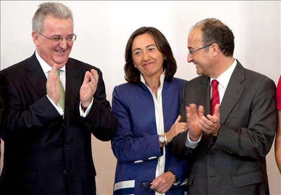 (Efe) Rosa Aguilar en la toma de posesión como nueva consejera de Obras Públicas del gobierno andaluz