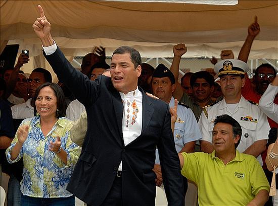 """""""Hemos hecho historia en un país en que desde 1996 al 2006 ningún presidente había terminado su periodo, y hoy se gana en primera vuelta"""", aclaró Correa, al tiempo que le agradeció, incluso, a """"quienes no han votado por nosotros, a la derecha"""".(EFE)"""