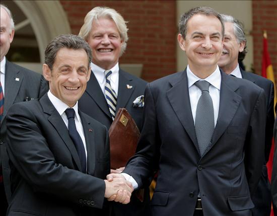 (EFE) En vez de los aplausos sin cabeza de nuestra clase política y las declaraciones grandilocuentes de nuestro presidente Zapatero, lo que hace falta es una posición clara para establecer una relación en pie de igualdad con nuestros vecinos.