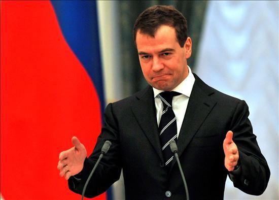 """""""Los ejercicios que la OTAN tiene previsto llevar a cabo en Georgia son una provocación descarada por mucho que se intente convencernos de lo contrario"""", dijo Medvédev en el acto de firma de acuerdos con Abjasia y Osetia del Sur sobre vigilancia conjunta de fronteras, celebrado este jueves en el Kremlin. El presidente de Rusia también advirtió sobre posibles consecuencias negativas que traería la realización de las maniobras para las relaciones entre Moscú y la Alianza Atlántica.(EFE)"""