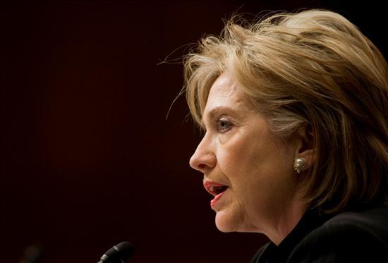 """La secretaria de Estado norteamericana, Hillatry Clinton, ha sido crítica con la administración Bush, """"que trató de aislarles, de apoyar a los opositores, de convertirlos en parias internacionales, pero no funcionó"""".(EFE)"""