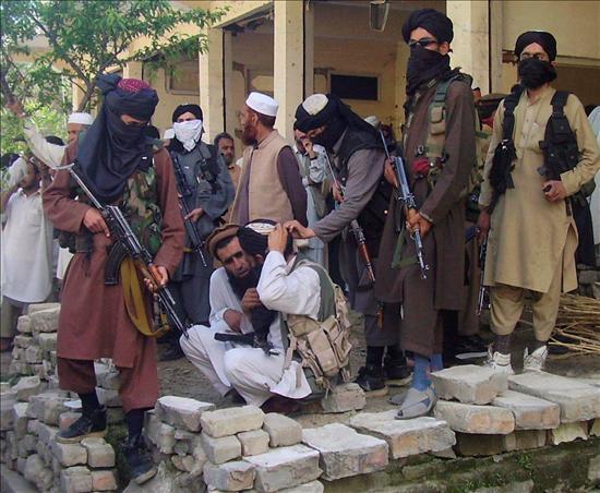 Los militares bombardearon las posiciones talibán, en el sexto día de una ofensiva aérea y terrestre ordenada bajo la presión de Estados Unidos, preocupado por el avance islamista hasta 100 kilómetros de Islamabad, la capital del país.(EFE)