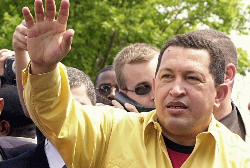 """El Banco del Sur es una idea original del presidente venezolano Hugo Chávez. Fue en agosto de 2004, cuando propuso la conformación de una entidad financiera regional para """"dejar de depositar nuestras reservas en los bancos del Norte"""" y poder disponer de esos recursos para """"ayudarnos"""", en vez de pedirle prestado al FMI y al Banco Mundial."""
