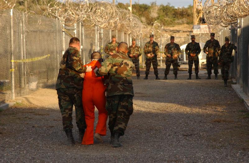 Traslado de prisioneros en la Basa de Guantánamo. No copyright