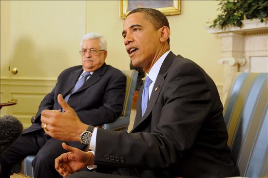 El presidente de Estados Unidos, Barack Obama se reúne con el presidente de la Autoridad Nacional Palestina, Mahmoud Abbas, ayer en la Casa Blanca. EFE