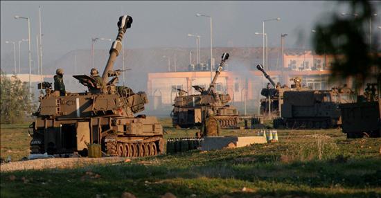 (EFE) Columna de tanques israelíes avanzando por la Franja
