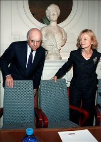 Elena Salgado, vicepresidenta económica, junto a Francisco González, presidente del BBVA. (Foto: EFE)