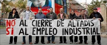 Trabajadores de Altadis contra el cierre de la planta (EFE)