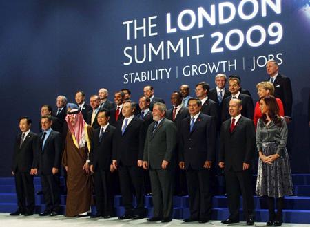 Las dos reuniones del G-20 (en Londres y en Pittsburgh) han mostrado a los ojos de todo el mundo cómo las grandes potencias ya no pueden, como hasta ahora, dictar en exclusiva la reglas del juego