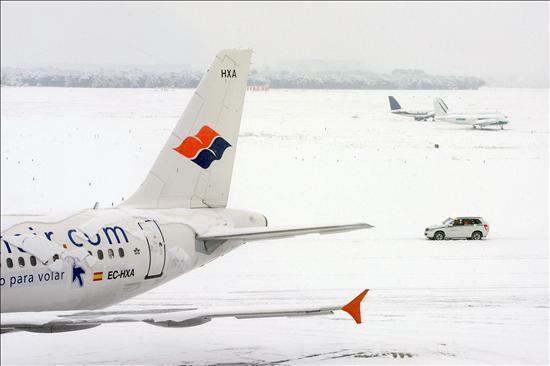 (Efe) Aeropuerto de Barajas, ayer