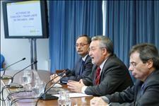 (Efe) El director de la ONT, Rafael Matesanz, en primer plano, con Bernat Soria  durante la presentación de los datos de donación y trasplante de órganos en 2008 en España.