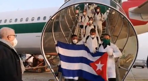 Médicos cubanos llegan a Italia