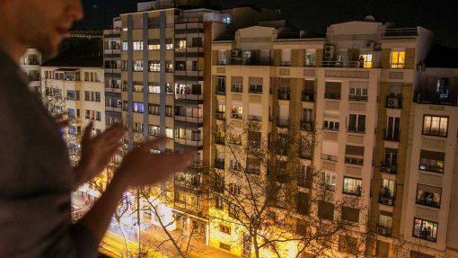 Aplauso a los sanitarios desde los balcones de toda España