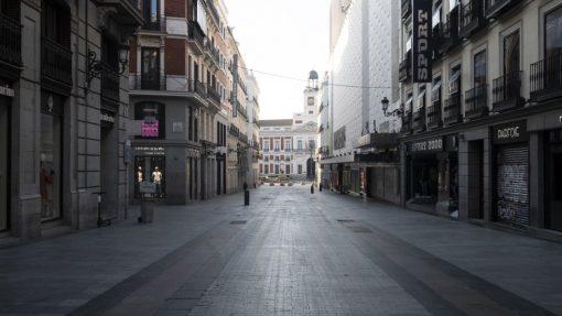 Madrid amenece desierto tras decretarse el estado de alarma